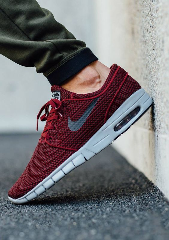 The Nike SB Stefan Janoski Max is rendered in a Team Red finish for one of  its latest iterations this season. Find it now from Nike stores.