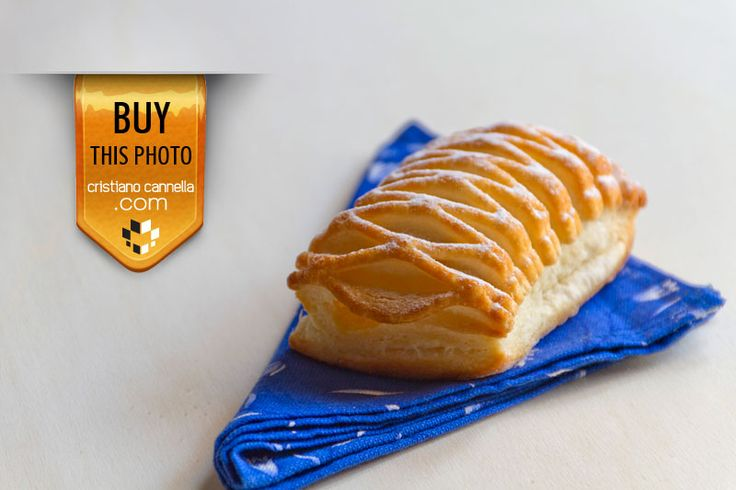 Yellow cream pastry