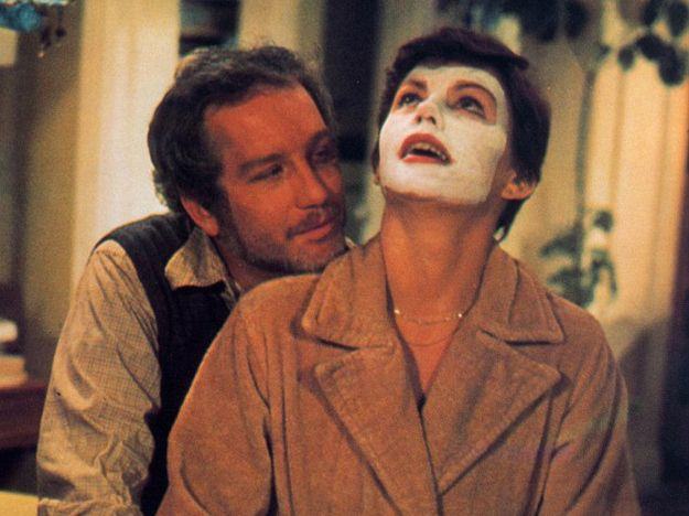 The Goodbye Girl (1977)Adapted from the Neil Simon play, The Goodbye Girl has oddball neurotic Elliot Garfield (Richard Dreyfuss, in an Oscar-winning role) slowly winning over dancer Paula McFadden (Marsha Mason). The two butt heads as they're forced to share an apartment along with Paula's daughter, but as is often the case, hostility turns to love.