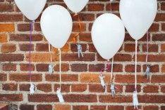 Ballonnen zijn leuk, maar ballonnen met kleine poppetjes geknipt van tijdschriften   zijn nog leuker.  Leuk idee voor een feest of bruiloft .