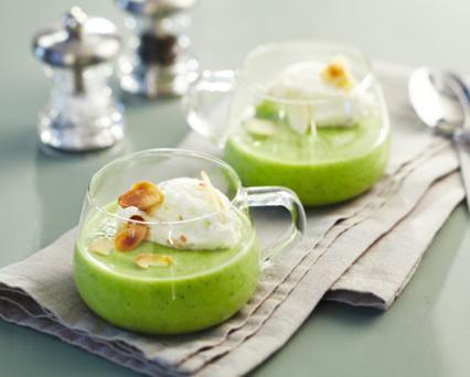Cappuccino de brocolis aux amandes grillées