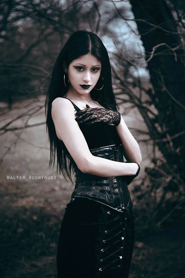#goth #gothicfashion #fashion #gothic #gothicgirl #gothgoth #lunar #moon #moonchild #witch #gothgirl #greatgoth #goodgoth #disturbia