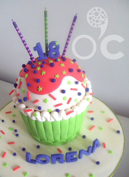 Pajarito en grama: Mega Cupcake (historia de)