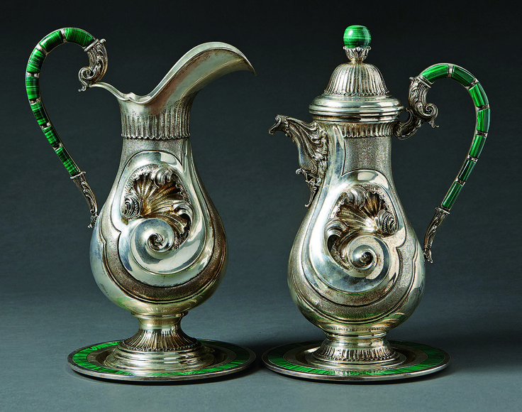 Two rare and fine silver pitchers and underplates with malachite edging, mid 20th century. H. 38cm. Start price: 6,000 Euro.