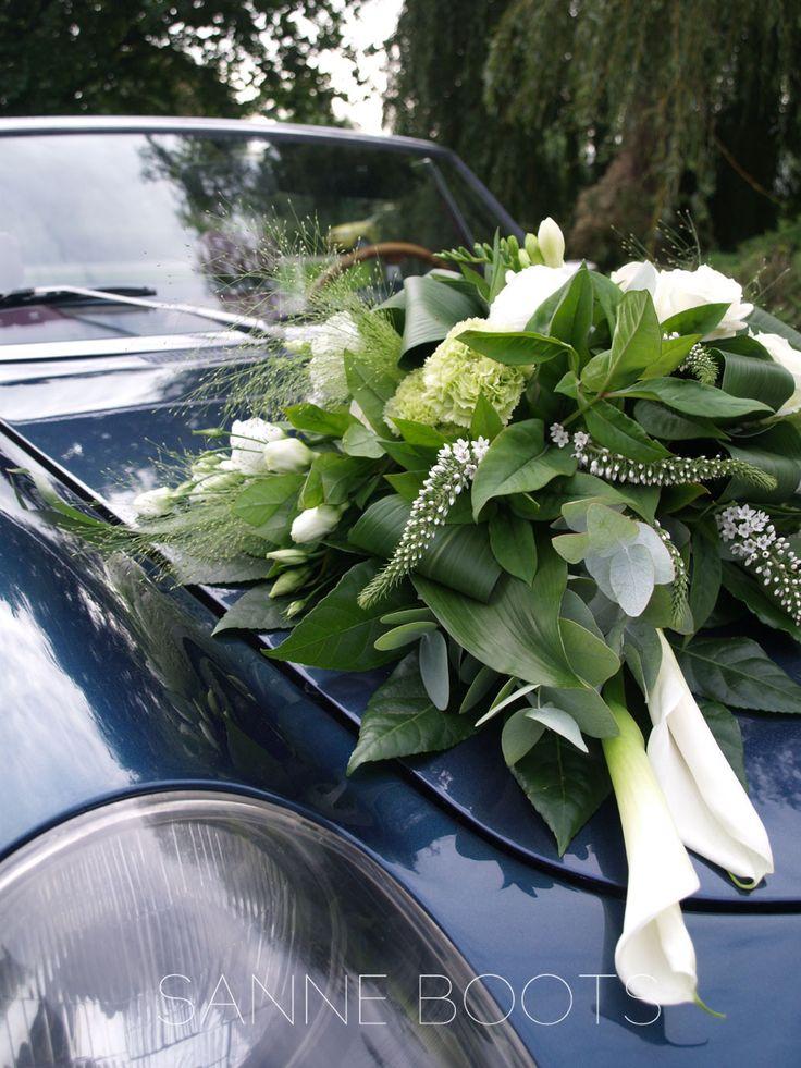 Staat #prachtig op zo'n #mooie #auto! En (natuurlijk) beschadig je hiermee niet de auto. Het #bloemstuk wordt gestoken op een #zuignap, die #gemakkelijk #bevestigd wordt op de #motorkap.