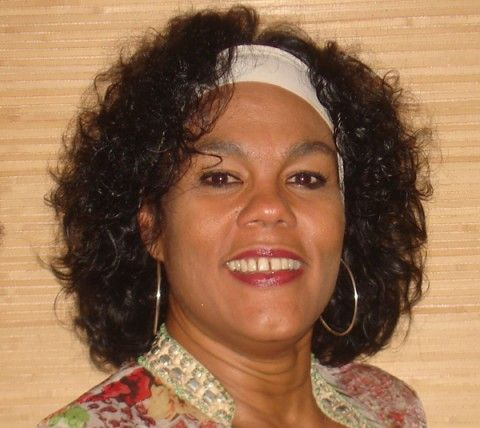 """Salome Salomé nace en La Habana Cuba donde estudió canto en la escuela de música Ignacio Cervantes. A muy temprana edad comenzó a cantar profesionalmente en el cuarteto del Teatro América de la ciudad de La Habana. Posteriormente integró el cuarteto """"Las D´Aida"""", (agrupación de donde han salido grandes figuras como Elena Burke, Moraima Secada y Omara Portuondo); con este grupo trabajó cinco años dándole  la oportunidad de conocer todo el trabajo vocal siendo la voz prima del mismo."""