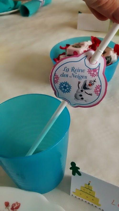 L'anniversaire Reine des Neiges de Mini J : deco table, les pailles