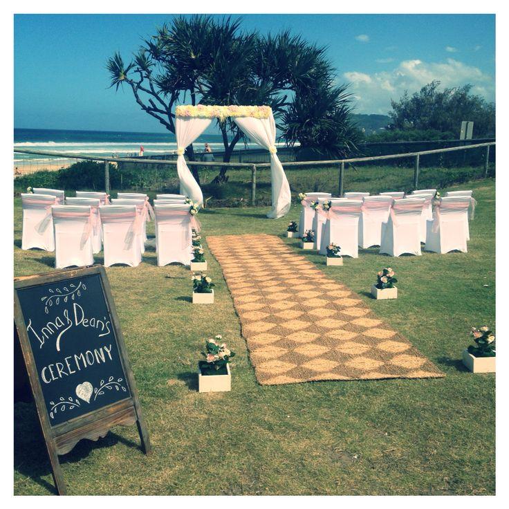 Ceremony for Inna&Dean at Mick Schamburg Park Burleigh Heads #breezeweddings #wedding #ceremony #styling #light #pink #theme #setup #burleigh #heads #mickschamburgpark #chalkboard #blackboard #sign #lovemyjob #sundaywedding #australia #свадебная #церемония #австралия #любимаяработа #свадебныйстилист #свадьбанаморе