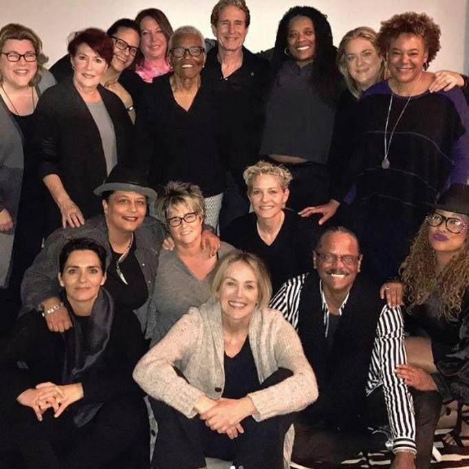 Amici, palloncini e pedicure: Sharon Stone posta su Instagram le foto dei festeggiamenti per il suo 59esimo compleanno. Prima era arrivato lo scatto ad alta sensualità, poi la festa, tutta in famiglia. Con tanti palloncini colorati (Instagram)