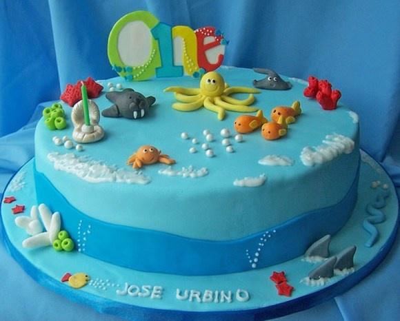 Google Image Result for http://www.uaquarium.com/wp-content/uploads/2012/01/aquarium-cake-.jpg