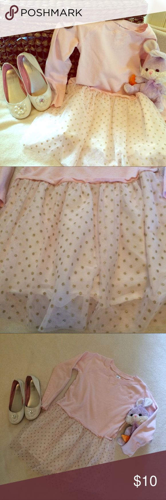 Girls carters dress size 8 pink w glitter Girls carters dress size 8 pink w glitter. My daughter worn it once. Pre washed. Body is cotton with tule skirt with golden sparkly polka dots. Good for a dressy day at the park or school. Bundle with other 6 or 8 clothes to make it worth. Carter's Dresses Casual