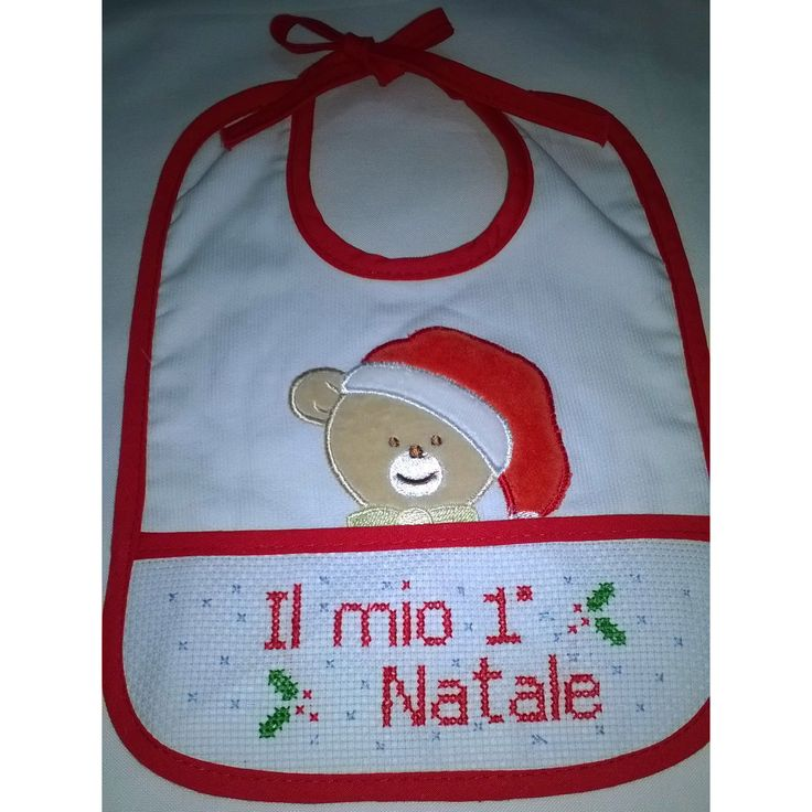 """Bavaglino punto croce il mio primo Natale"" Autrice lavoro punto croce: Wally Autrice schema punto croce: Wally Link download schema: http://www.schemipuntocrocewally.it/index.php/Bavaglini/il-mio-primo-natale"