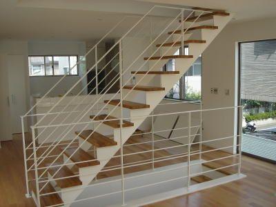 ストリップ階段|SUS門扉|SUS製庇|片持ち階段|目隠しスクリーン|鉄柱<建築金物工事Vol.32>工事施工例|金谷鉄工所