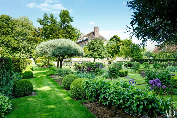 This French Country Estate Boasts Unbelievably Beautiful Gardens by Louis Benech Photos | Architectural Digest