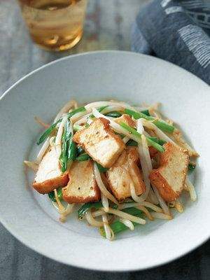 【ELLE a table】にらともやし、厚揚げのブラックペッパーソース炒めレシピ|エル・オンライン