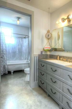 Industrial bathroom:: Burleson Design Group, Inc.