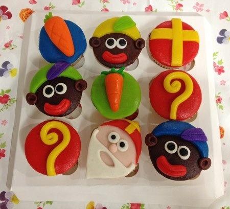Sinterklaas en zwarte piet mini cupcakes