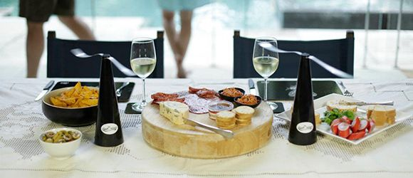 It's the season of fun, food and...flies! To keep your Christmas platters and picnics fly-free this silly season, we're giving away ShooAway food protectors to 10 lucky winners. Follow the link for your chance to win this clever, chemical-free and pet-friendly invention!  http://www.westendmagazine.com/prize-giveaway-shooaway/ #westendmagazine #giveaway #foodies #summer
