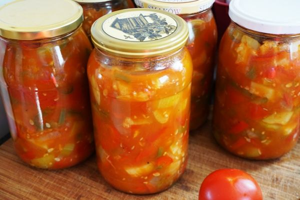 Leczo warzywne w słoikach na zimę pasteryzowane w piekarniku. Cukinia, papryka i pomidory w najlepszym połączeniu :)