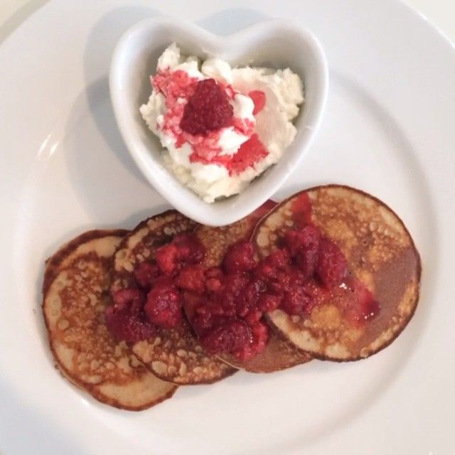 Try these amazing Vanilla & walnut protein pancakes with fresh raspberries & @fage_uk #TotalGreek Yoghurt cooked in @lucybeecoconut & whizzed up like a boss with the @nutribulletuk for #leanin15  If you love pancakes you'll love these! Double tap if you will give these a go at home! #pancakes #whey #foodie #fitfam #fitspo #food #breakfast #teamlean #cleanandlean #healthy #summer #90daysssplan