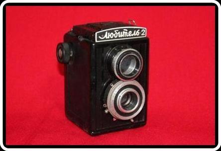LUBITEL 2    Câmera Soviética que  utiliza filme 120.    Fabricada em 1954
