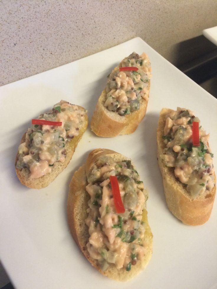 Bruschettas de tártaro de salmón