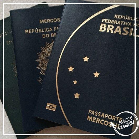 Para nós que gostamos de viajar o passaporte é um grande companheiro além de ser o documento que permite a entrada nos países. Quem não gosta de colecionar carimbos??? Quem tem dúvida em como tirar ou renovar o passaporte pode conferir nosso passo a passo lá no post que preparamos.  www.maiorviagem.net  #MaiorViagem #passaporte #DicasdeViagem #BlogdeViagem #travelblog #viagem #dúvida by maiorviagem