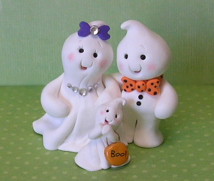 Handmande Cute Ghost Family Cake Topper. Imagine with 5 little ghosts.