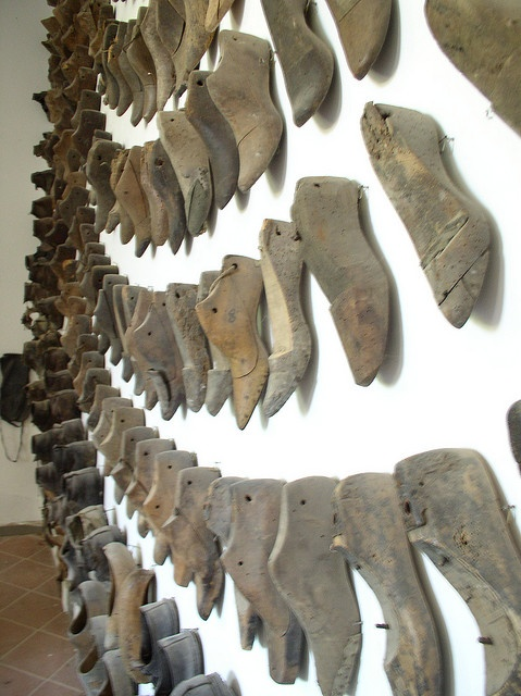 Vintage Shoe forms in rows, great display Repinned by www.silver-and-grey.com