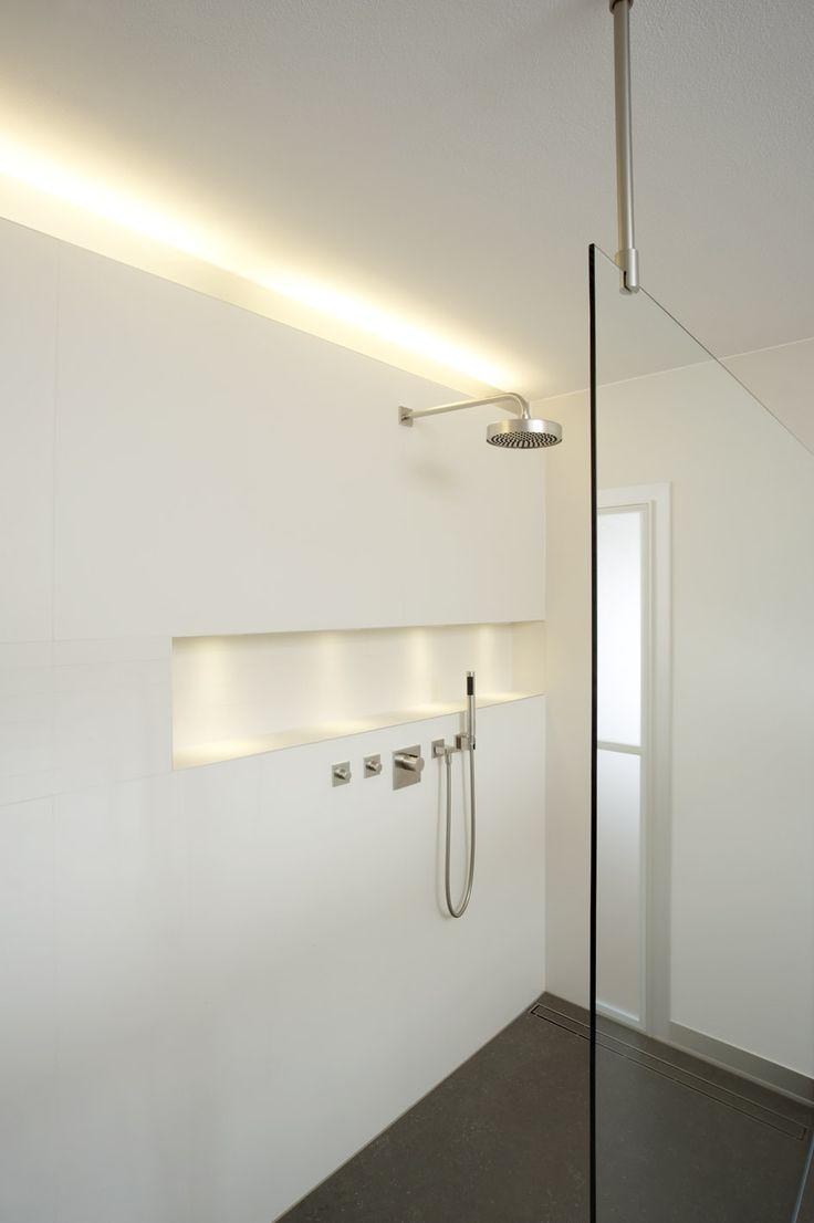 Une #douche #minimaliste ! http://www.m-habitat.fr/tendances-et-couleurs/deco-par-style/une-maison-a-la-deco-minimaliste-2882_A
