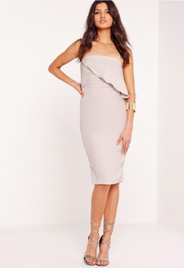 This babin' midi is ticking all the boxes right now! Featuring a zip fastening at back and in a sassy strapless shape, this is your new Saturday night dress. Wear with a pair of heeled sandals and an envelope clutch for a sophis' vibe.