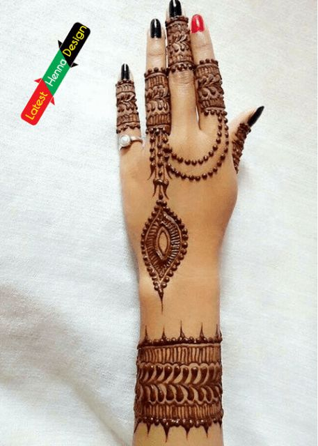 For a beginner, or for those who does nor like heavy designs for their hand must give a try shoot to following Henna design to look different in the crowd. http://www.latesthennadesigns.com/2017/05/latest-henna-designs-for-girls.html #henna #hennadesigns #mehndi #mehndidesigns