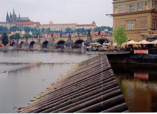 Woda w mieście - Praga, Wełtawa. Foto. Janusz A. Włodarczyk, 2005