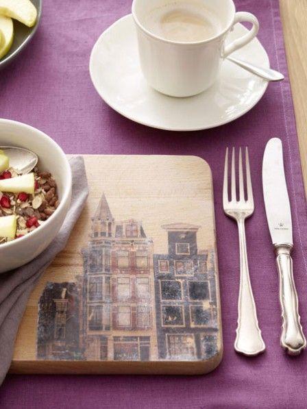Mit diesem einfachen Trick könnt Ihr Eurem Frühstücksbrettchen eine persönliche Note verleihen. Wir zeigen Euch Schritt für Schritt wie das geht.