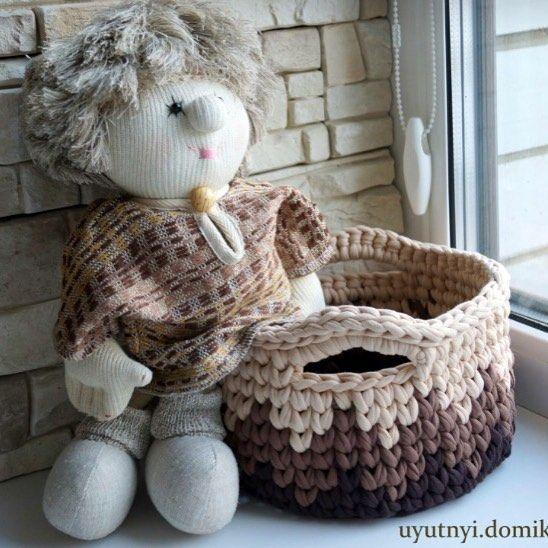Уютная корзинка ищет дом) Для заказа пишите в Директ ___________________________ #handmade #knitting #crochet #вязаниеназаказ #интерьернаякорзинка #корзинаизтрикотажнойпряжи #корзинадляигрушек #корзинаручнойработы #корзинасвоимируками #декор #связаносдушой #связаномамой #трикотажнаякорзинка #трикотажнаякорзина #крючком #корзинадляхранения #корзинаручнойработы #вязанаякорзинка #мамавдекрете