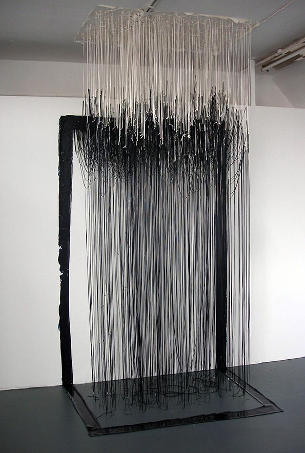Gabb_-jonathan-03-prussian-blue-_-titanium-white-painting_-acrylic-paint-_-mixed-media_--w150-x-h250cm-x-d80cm-(2011) 橱窗设计