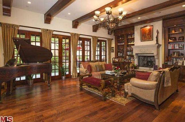 Modern Family, Sofia Vergara�s Beverly Hills Home | http://betweennapsontheporch.net/modern-family-sofia-vergaras-beverly-hills-home/