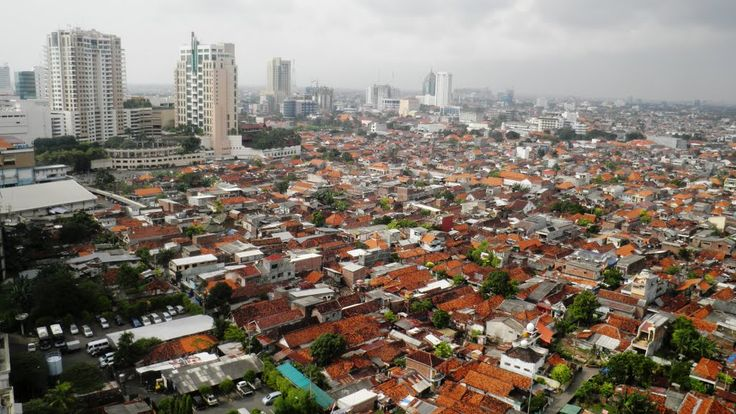 This is Surabaya it is the 1st major city in Indonesia. The population of Surabaya is about 2.765 million people in 2010