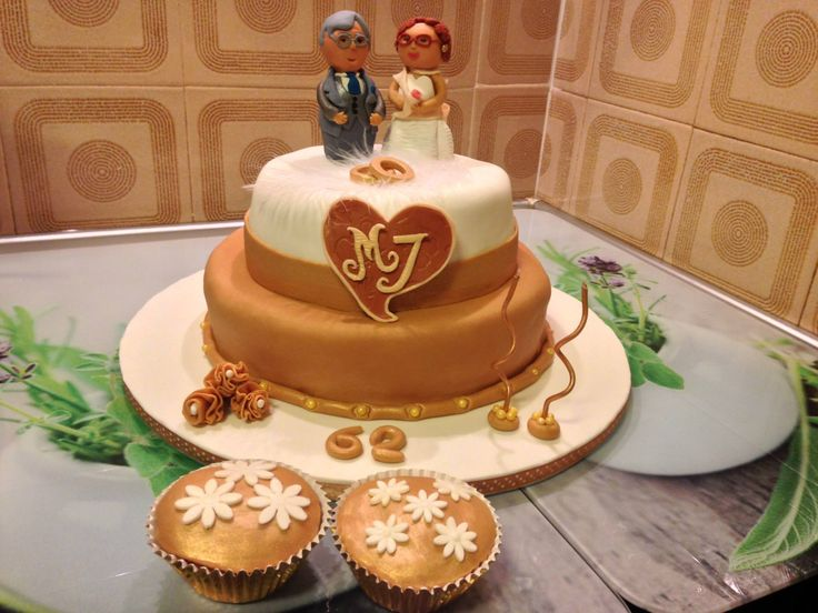Bolo comemorativo de anos de casamento