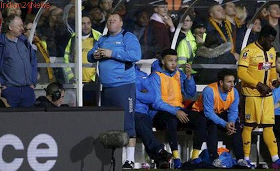 Sutton United reserve keeper Wayne Shaw resigns after eating pie on sidelines in betting stunt