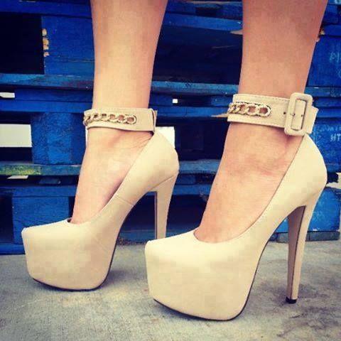 Creamy high-heeled shoes