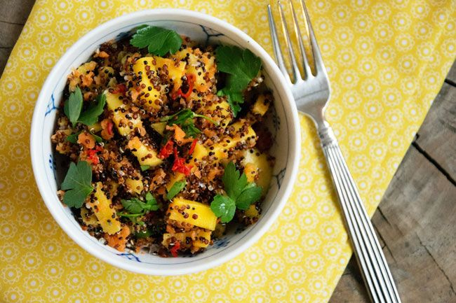 Quinoa smager fantastisk en i god salat, giver en god mæthed og er fyldt af sunde vitaminier og mineraler - smager fantastisk med mango og chili