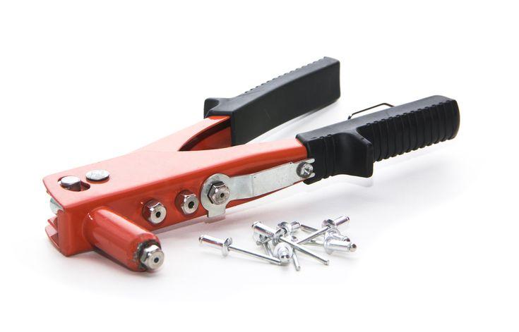 Rivetage ou comment fixer un objet avec un rivet