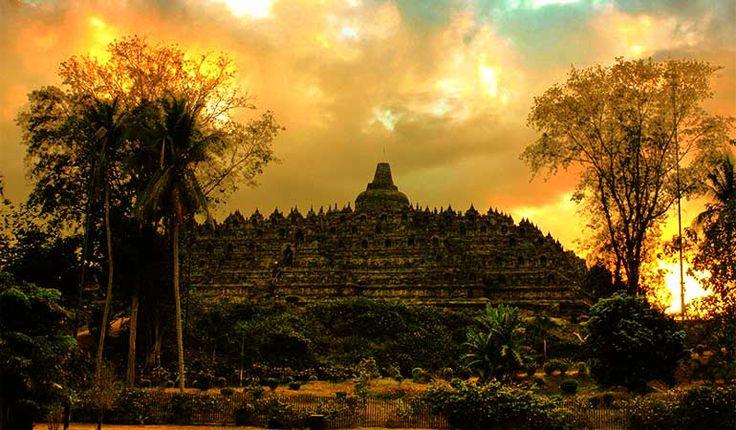 Jika Anda bertanya tentang paket wisata Jawa Tengah, disini saya mempunyai…