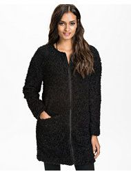 http://nelly.com/se/kl%C3%A4der-f%C3%B6r-kvinnor/kl%C3%A4der/jackor/noisy-may-2786/joy-fake-fur-jacket-278887-14/