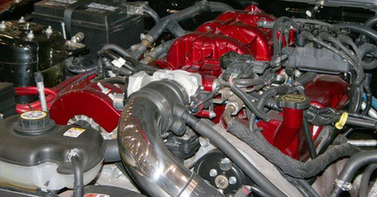 Como identificar problemas em um Ford Focus que não está ligando. Um problema de partida em seu veículo pode ser causado por um ou mais sistemas no carro. Pode ser tão simples quanto uma conexão solta na bateria ou tão complicado quanto um problema mecânico do motor. Há alguns motivos mais comuns que podem ser encontrados quando seu veículo não quer ligar.