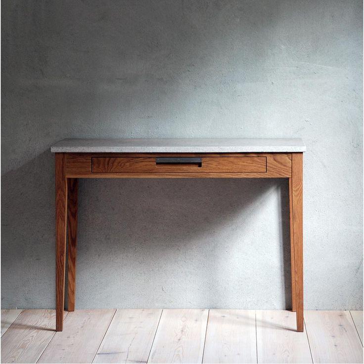 Ala skrivbord litet i oljad ek/ kalkstensskiva från gotländska G.A.D. Ala är ett mycket vackert skrivbord med 1st låda med handtag i inslipat stål.