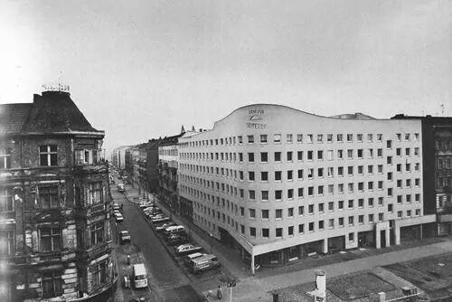 Berlin schlesische-str-7  bonjour-tristesse   by Siza Vieira