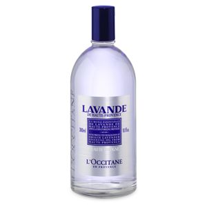 Brightened by the radiant freshness of citrus fruits, the Lavender Eau de Cologne has a light, breezy scent, underlined by a woody, musky base with a