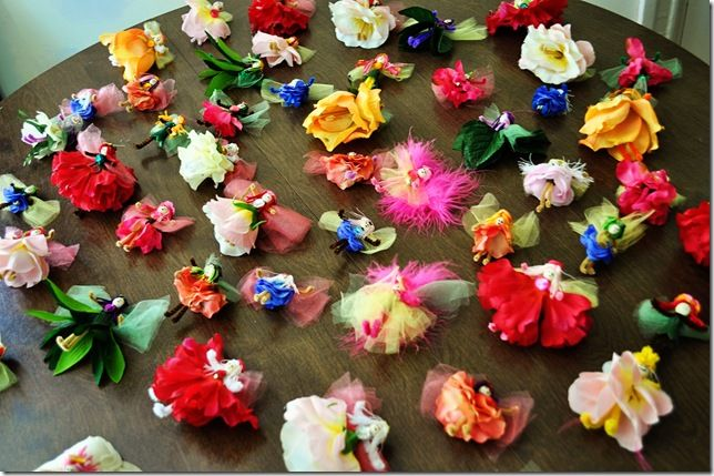 Adorable flower fairies, from Tuffet. Made from pipe cleaners, assorted artificial flowers and tulle. Good tutorial. #Fairy #Toys #Favors